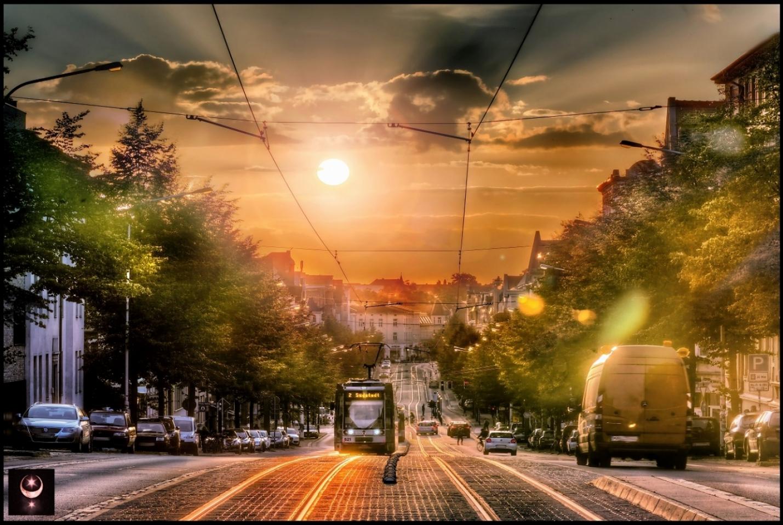 Sonnenuntergang auf der Ludwig-Wucherer-Straße.